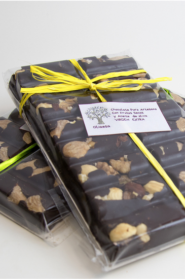 Pure Chocolate with Almonds and Dried Fruit